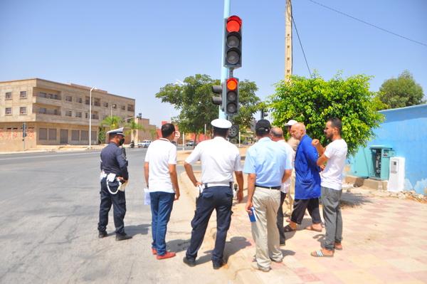بالصور : بدء اشتغال الإشارات المرورية الضوئية بمدينة زايو
